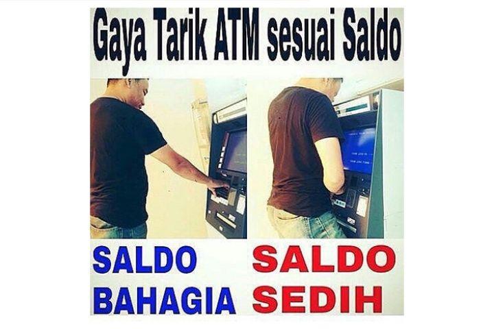 10 Meme gaya orang saat tarik uang di ATM ini bikin ngakak