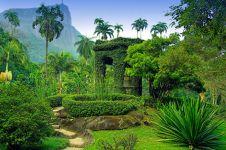 10 Kebun raya paling indah sedunia ini bikin mata seger ngelihatnya