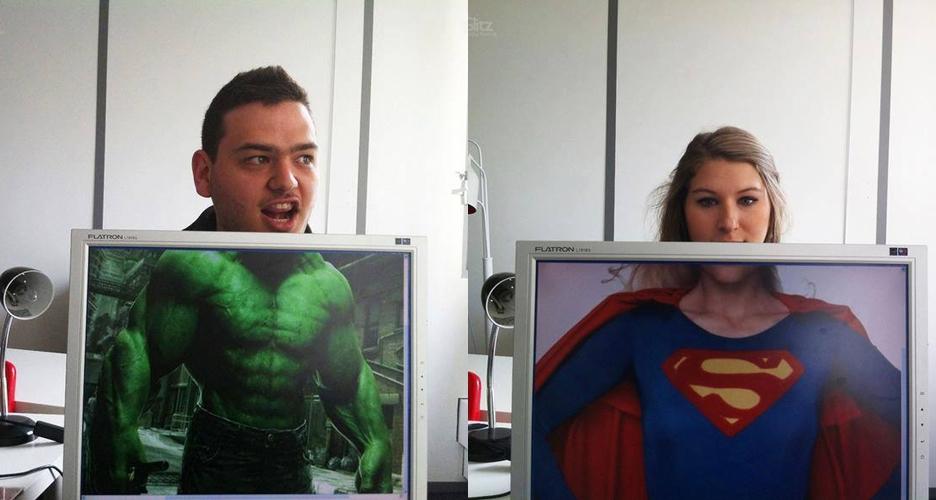 13 Foto gabungan orang dan LCD ini pas banget deh!