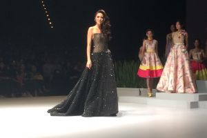 Kezia Warouw pamer gaunnya di ajang Miss Universe, indah banget