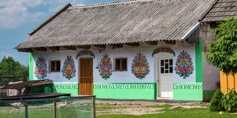 10 Inspirasi dinding rumah unik, cocok buat kamu yang suka motif bunga