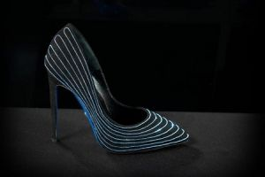 Percantik tampilanmu dengan gunakan high heels glow in the dark