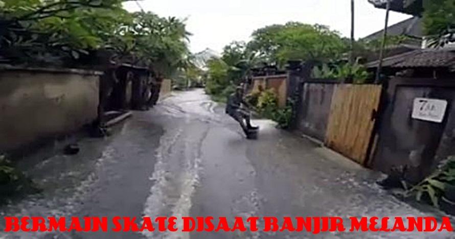 Orang ini manfaatkan banjir di Bali buat main skateboard, kreatif abis
