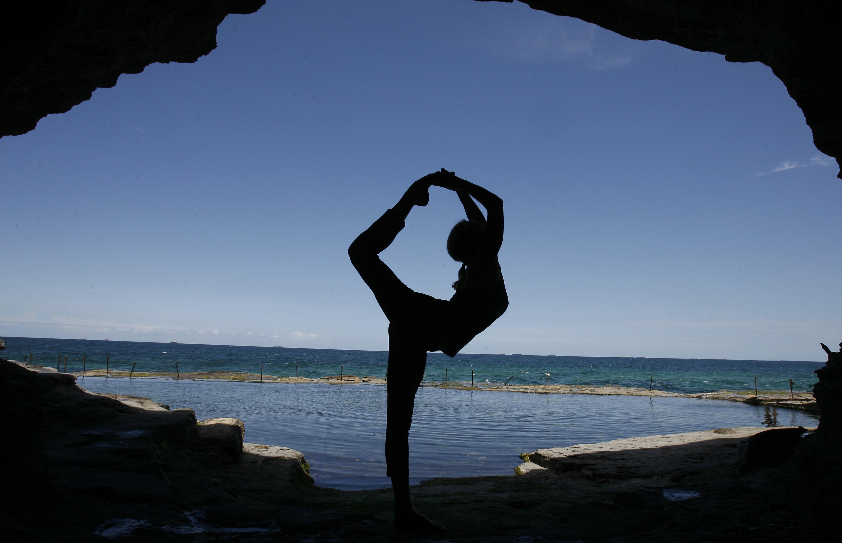 6 Gerakan yoga ini bisa menjamin kesehatan payudara, buktiin deh!