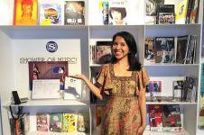 2 Buku karya Dewi Lestari dibeli Jokowi, ini tanggapan sang adik