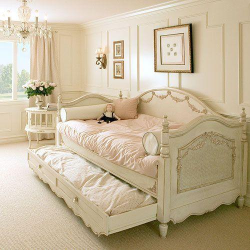 Tempat tidur shabby chic © 2017 istimewa
