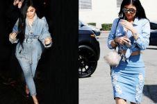 10 Gaya denim on denim ala Kylie Jenner yang wajib kamu coba