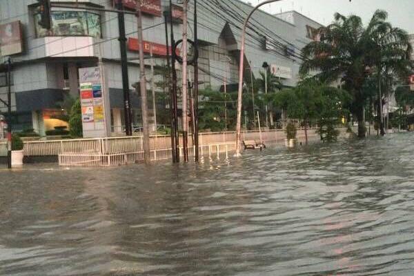 Banjir di 54 titik, ribuan rumah di Jakarta terendam