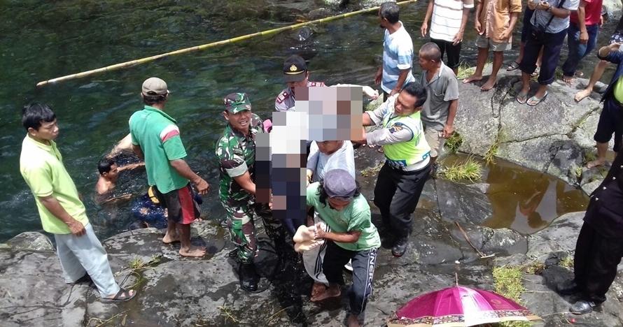 Dua mahasiswi tewas tenggelam saat asyik selfie di pinggir sungai