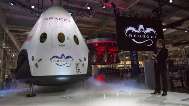 Wisata ke bulan segera jadi nyata, dua orang diterbangkan pada 2018