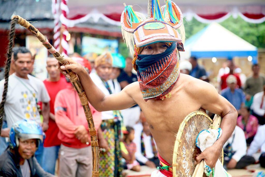 Tari khas NTT ini pukau turis asing di Festival Komodo 2017