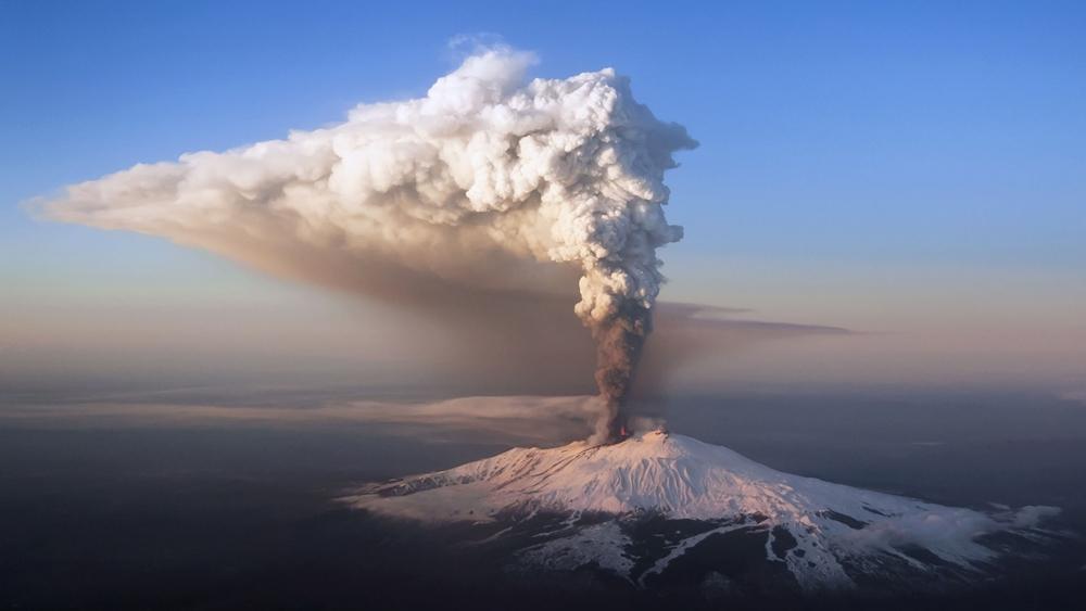 Ini 7 gunung aktif terindah di dunia, dari Indonesia ada nggak ya?