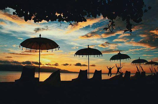 10 Foto pantai syariah khusus perempuan di Banyuwangi, sunsetnya indah