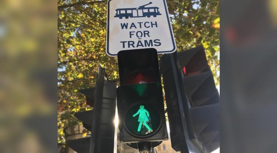 Kesetaraan gender, lampu penyeberangan di kota ini bergambar perempuan