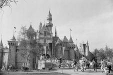 10 Foto kemeriahan pembukaan Disneyland pertama kali tahun 1955