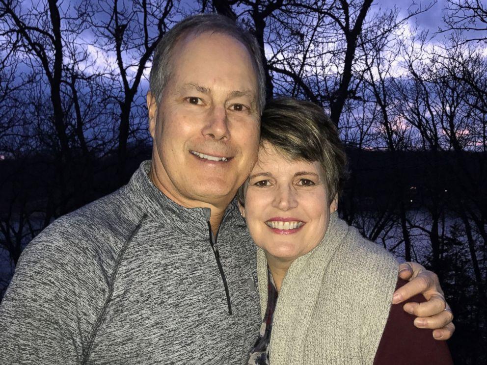 Aksi pria lamar kembali istrinya yang menderita kanker ini bikin mewek