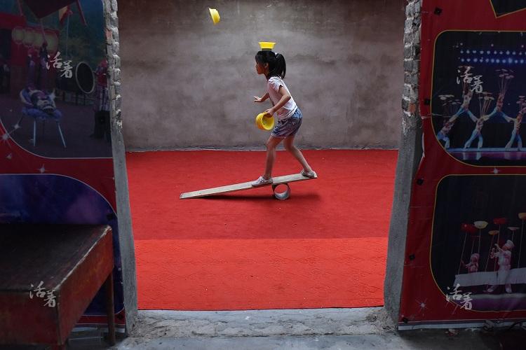duh akrobat © 2017 brilio.net