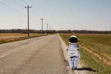 Aksi keseharian 'astronot' cilik dalam penjelajahan ini bikin gemas