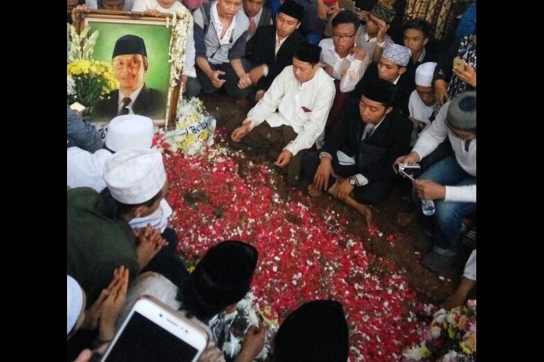 Jusuf Kalla iringi prosesi pemakaman KH Hasyim Muzadi