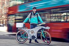 Sepeda ini terbuat dari susunan 74 peralatan dapur, super keren