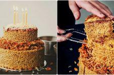 Lagi ngehits, kue ulang tahun dari mi instan ini jadi bikin laper
