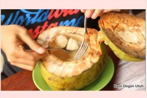 Lagi ngehits, ini 5 makanan yang disajikan dalam batok kelapa