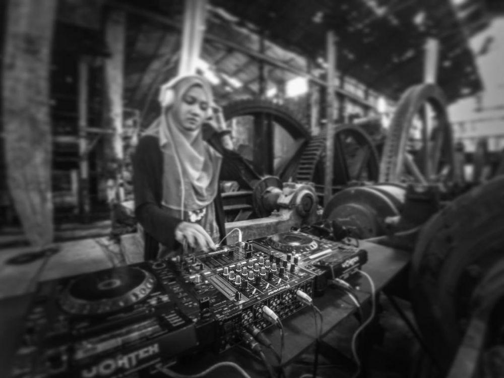 10 Foto cantik Chika Riska, DJ berhijab asal Solo yang inspiratif