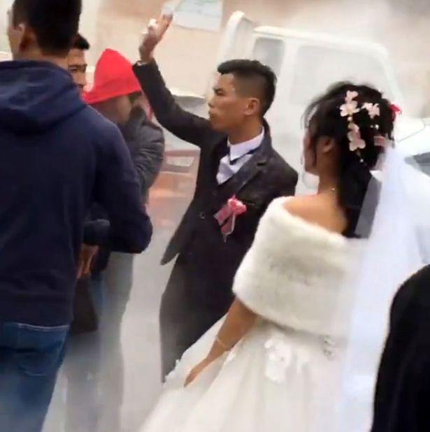 Prank Jadi Tradisi Pernikahan, Bridesmaid Ini Jadi Korban