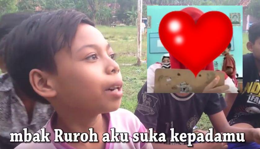 Kisah asmara ala anak SD Dimas & Mbak Ruroh ini lucu dan polos banget