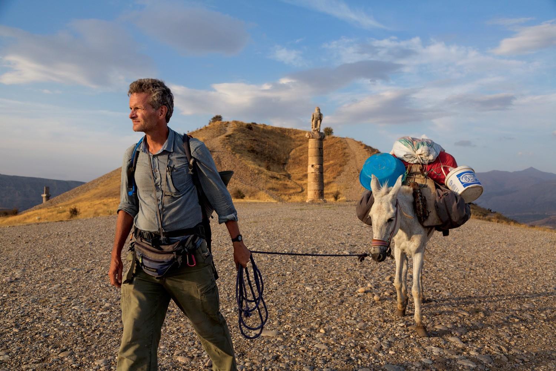 6 Traveler ini berjalan kaki keliling dunia, ada yang bawa misi mulia
