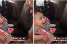 Bayi ini senyum setiap kali ayahnya bilang 'i love you', gemes deh