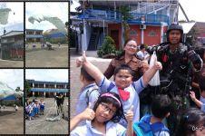 Angin kencang, penerjun TNI AU ini selamat mendarat di halaman sekolah