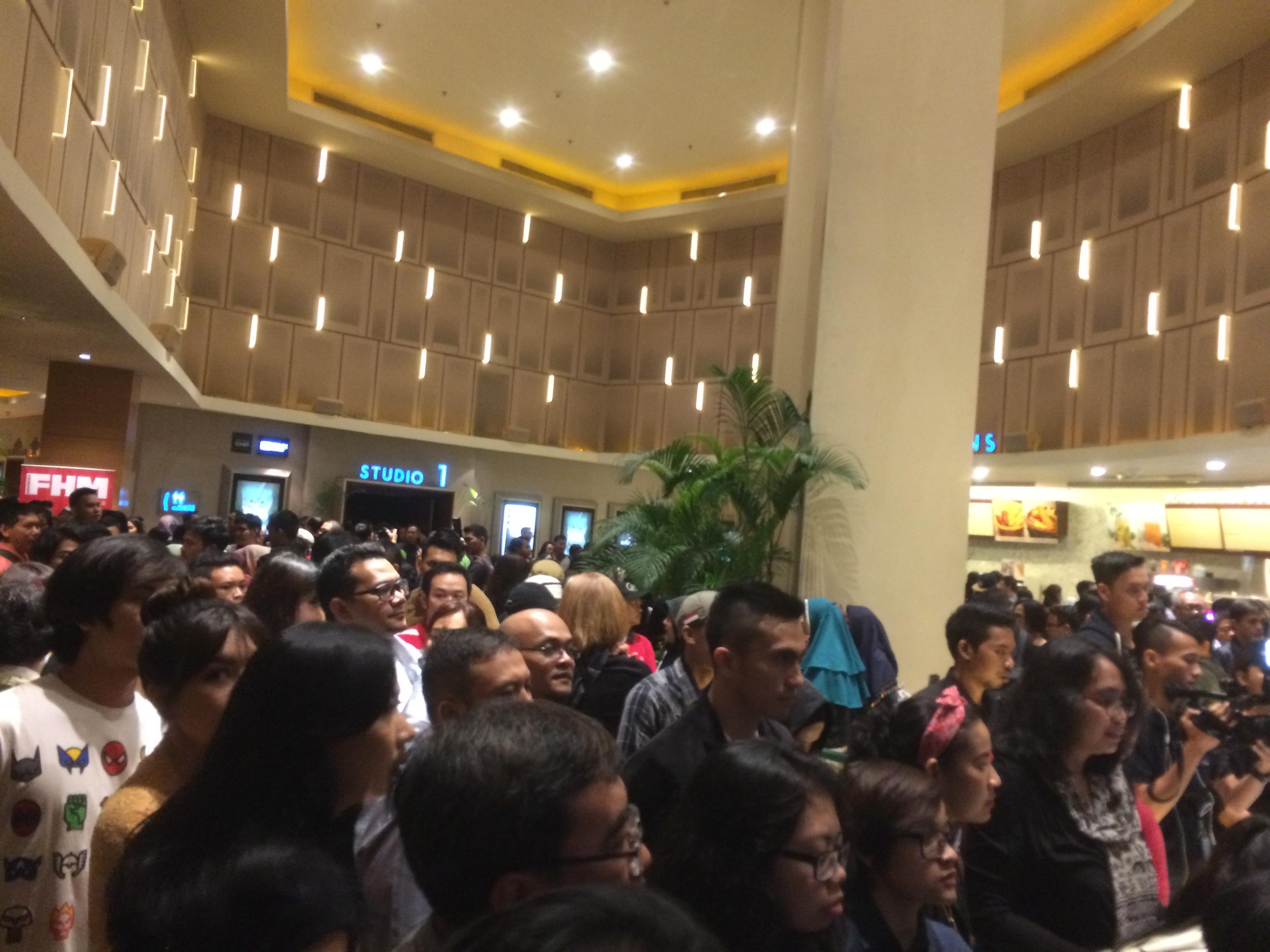 Begini antusias pengunjung saat gala premier film Night Bus