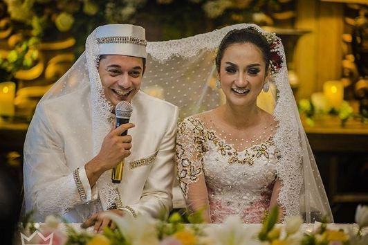 10 Potret sakralnya pernikahan Andrew Andika dan Tengku Dewi Putri