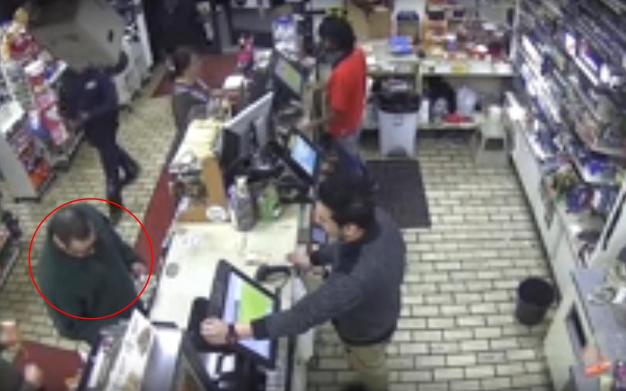 Gagal bayar permen pakai kartu kredit, pria ini ngamuk di minimarket