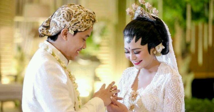 Resmi menikah, yuk intip 9 foto momen bahagia Caca Tengker dan Barry