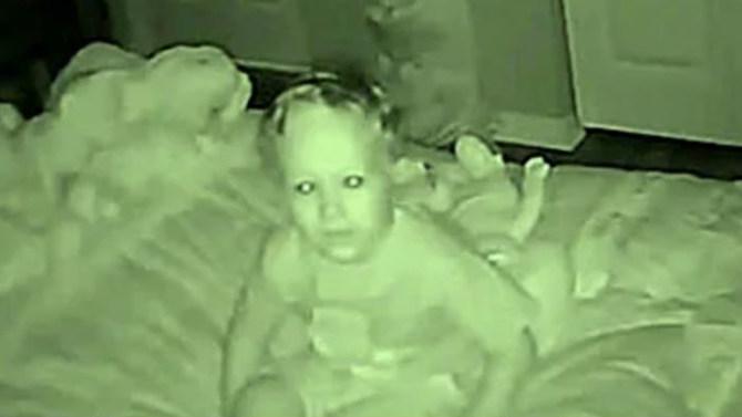 Rekaman CCTV kamar anak ini buat orangtuanya terkejut, isinya apa ya?