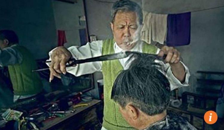 Alat yang digunakan pria ini untuk cukur rambut bikin melongo