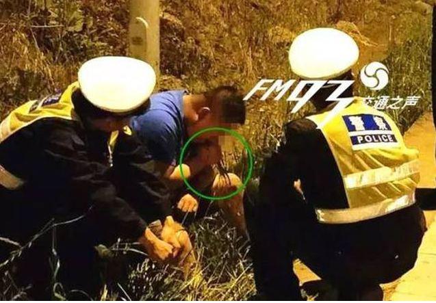 Aksi pria mengelak tudingan di hadapan polisi ini bikin geleng kepala
