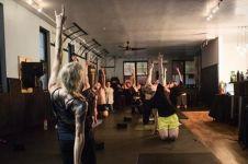 Unik, di tempat ini kamu bisa yoga dengan genre Heavy Metal lho