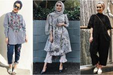 10 Gaya busana hijaber ala beauty vlogger Dina Tokio, simpel & modis