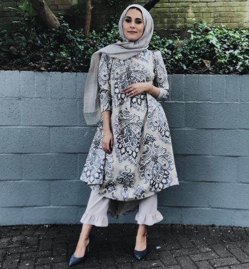 gaya busana hijaber dina tokio  © 2017 Instagram