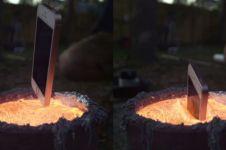 Cowok ini rendam iPhone di aluminium panas, kamu kaget lihat hasilnya