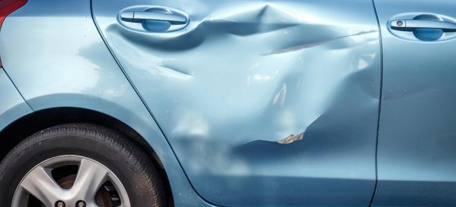 Cewek ini perbaiki mobil penyok pakai dildo, hasilnya nggak disangka