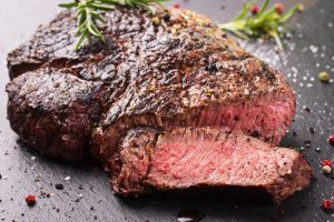 Nggak perlu ke restoran mahal, yuk bikin wagyu steak ala kamu sendiri