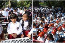 Kerennya ribuan siswa ini main pianika & keyboard peringati Hardiknas