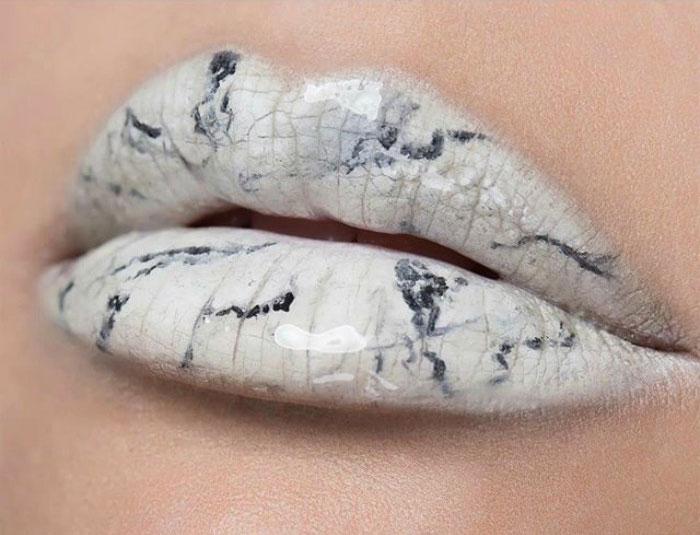marble lips © 2017 Instagram