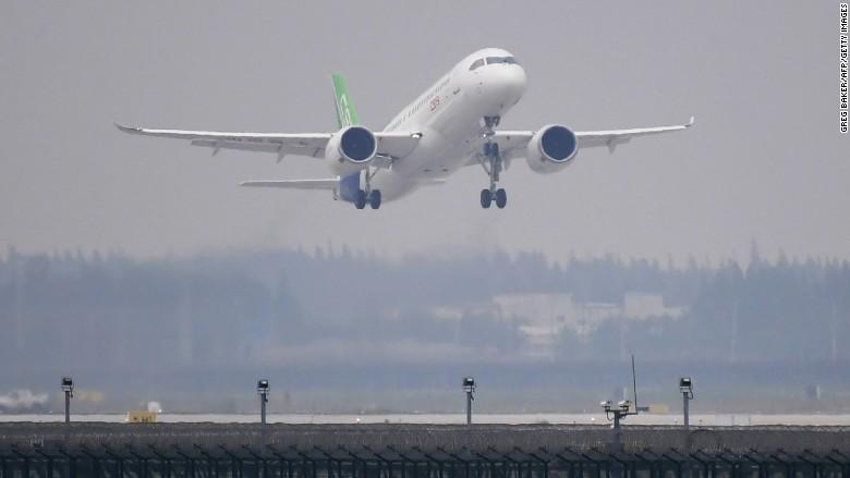 Pesawat komersil pertama buatan China ini sukses mengudara