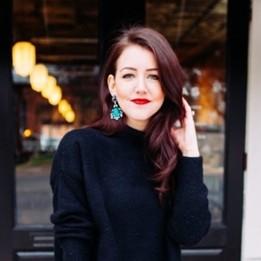 10 Inspirasi gaya anting statement yang bikin tampilan makin stylish