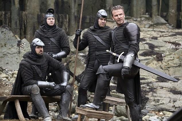 Main di King Arthur:Legend of the Sword, akting David Beckham dinanti